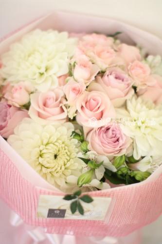 軽井沢花束 大賀ホール花束 軽井沢花屋 軽井沢フラワーショップ 結婚お祝い花束