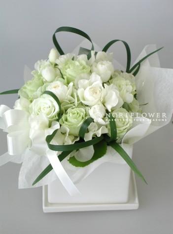 アレンジメント ホワイト&ライムグリーン