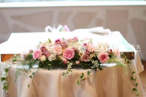 会場装飾 ケーキテーブル花