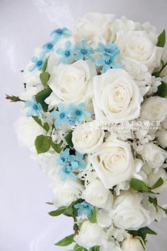 ホワイト&サムシングブルー キャスケードブーケ
