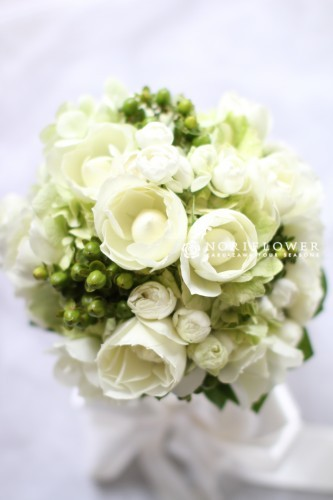 ホワイト&ライムグリーン オールドローズ クラッチブーケ