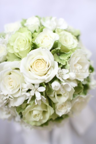 ホワイト&ライムグリーン ラウンドブーケ 生花