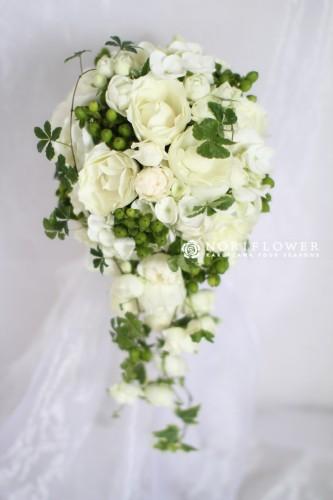 ホワイト&グリーン オールドローズ キャスケードブーケ