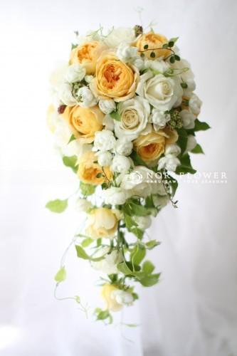 ホワイト&淡いイエローオールドローズ キャスケードブーケ 生花