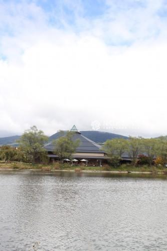 軽井沢大賀ホールお祝いスタンド花 ステージ花 ステージアレンジ 軽井沢花屋 軽井沢フラワーショップ